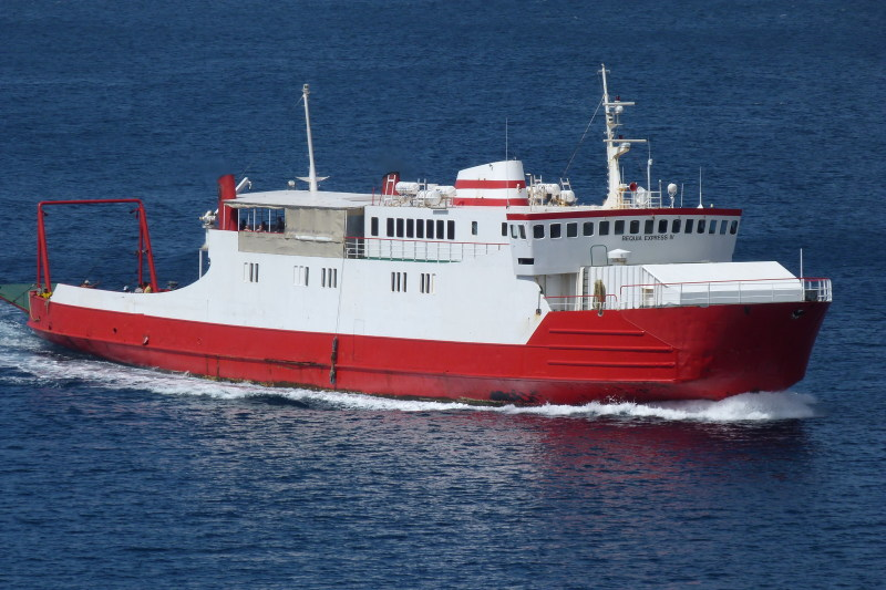 Image of BEQUIA EXPRESS 4